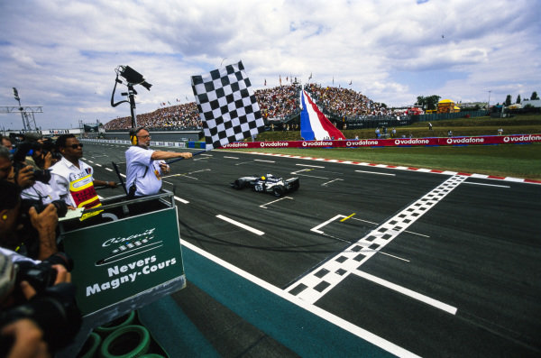 Ralf Schumacher, Williams FW25 BMW, crosses the finish line and takes the chequered flag.