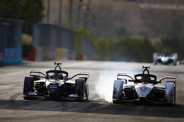 Brendon Hartley (NZL), GEOX Dragon, Penske EV-4 battles with Neel Jani (CHE), Tag Heuer Porsche, Porsche 99x Electric who locks up