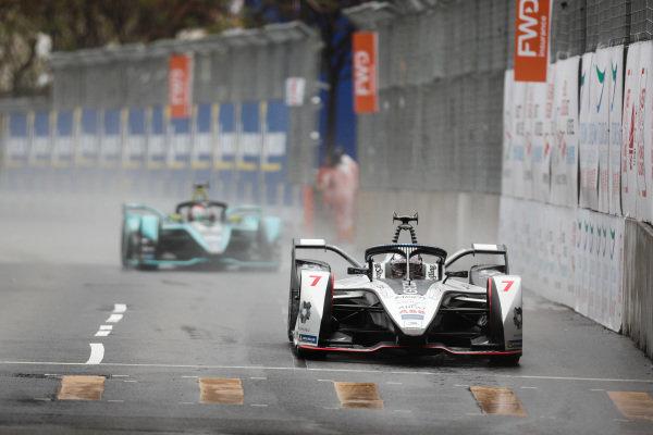 Jose Maria Lopez (ARG), GEOX Dragon Racing, Penske EV-3 leads Oliver Turvey (GBR), NIO Formula E Team, NIO Sport 004