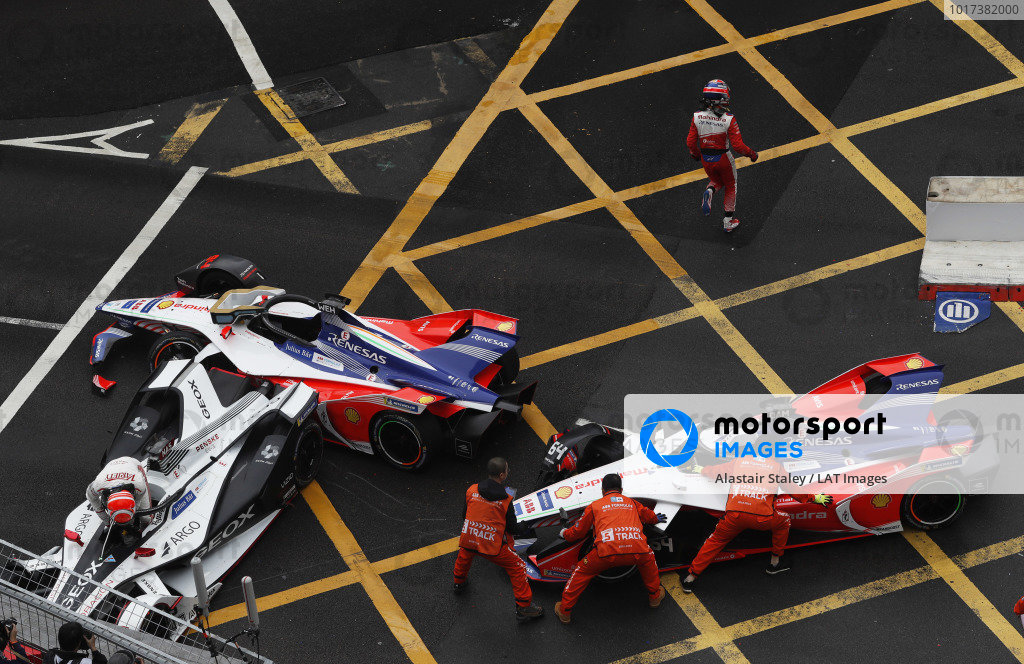Felipe Nasr (BRA), GEOX Dragon Racing climbs out of his damaged Penske EV-3 as marshals attempt to move the M5 Electro cars of Pascal Wehrlein (DEU), Mahindra Racing and Jérôme d'Ambrosio (BEL), Mahindra Racing
