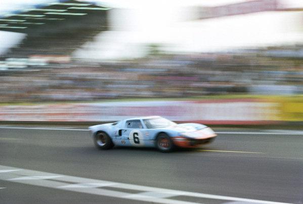 Jacky Ickx / Jackie Oliver, J. W. Automotive Engineering Ltd., Ford GT40.
