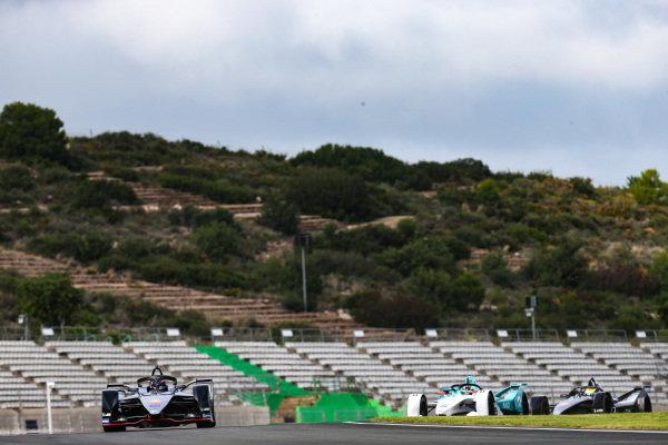 Sébastien Buemi (CHE), Nissan e.Dams, Nissan IMO1 leads Tom Dillmann (FRA), NIO Formula E Team, NIO Sport 004 and Oliver Rowland (GBR), Nissan e.Dams, Nissan IMO1