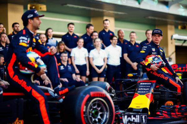 Yas Marina Circuit, Abu Dhabi, United Arab Emirates. Sunday 26 November 2017. Daniel Ricciardo, Red Bull Racing, and Max Verstappen, Red Bull. World Copyright: Andy Hone/LAT Images  ref: Digital Image _ONY2651