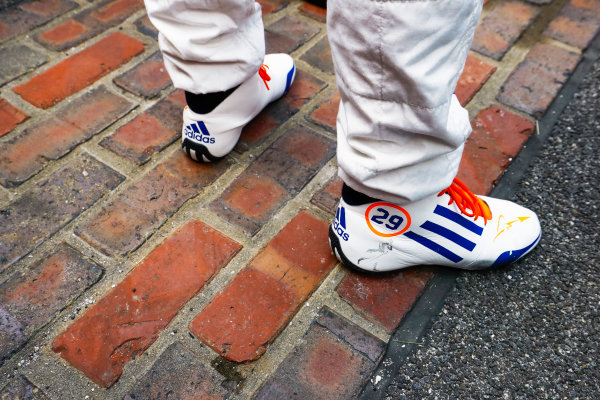 Verizon IndyCar Series Indianapolis 500 Race Indianapolis Motor Speedway, Indianapolis, IN USA Sunday 28 May 2017 The feet of Fernando Alonso, McLaren-Honda-Andretti Honda, on the Yard of Bricks World Copyright: Steven Tee/LAT Images ref: Digital Image _R3I7909