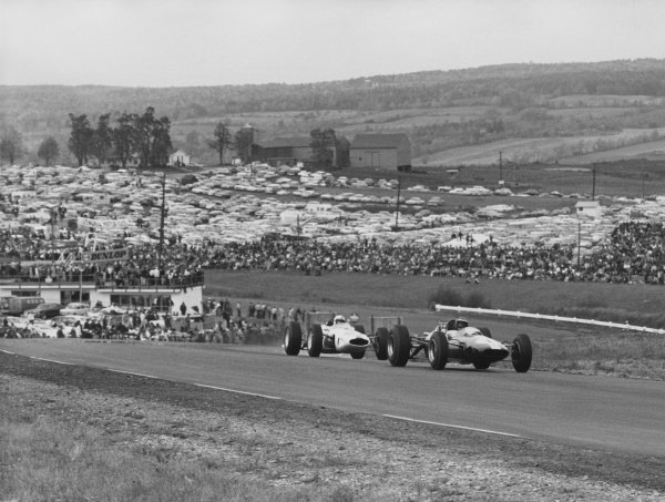 Watkins Glen, USA. 4th October 1964. Rd 9. Jim Clark, Lotus 33-Climax, 7th position, action. World Copyright: LAT Photographic