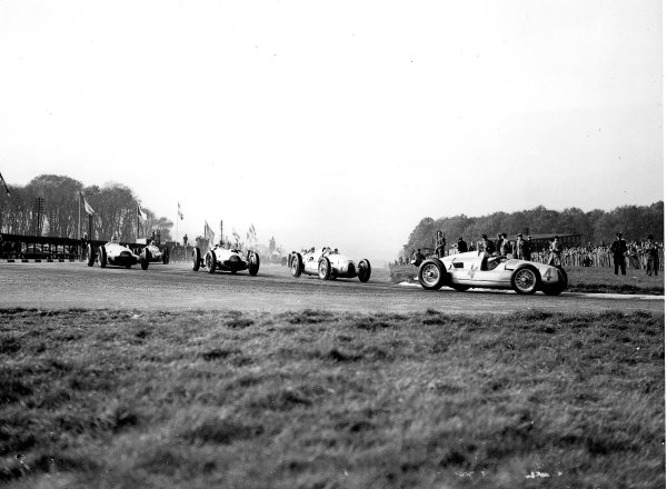 Donington Park, Great Britain.22 October 1938.Tazio Nuvolari leads Hermann Muller (both Auto Union D-typ), Manfred von Brauchitsch and Dick Seaman (both Mercedes-Benz W154) at the start. They finished in 1st, 4th, 5th and 3rd positions respectively.Published-Autocar 28/10/1938 p856. Ref-C16132.World Copyright - LAT Photographic