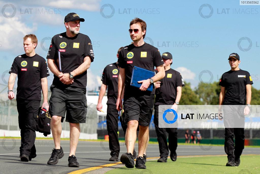 Albert Park, Melbourne, Australia24th March 2011.Lotus Renault GP engineers on a track walk.World Copyright: Charles Coates/LAT Photographicref: Digital Image _X5J5027