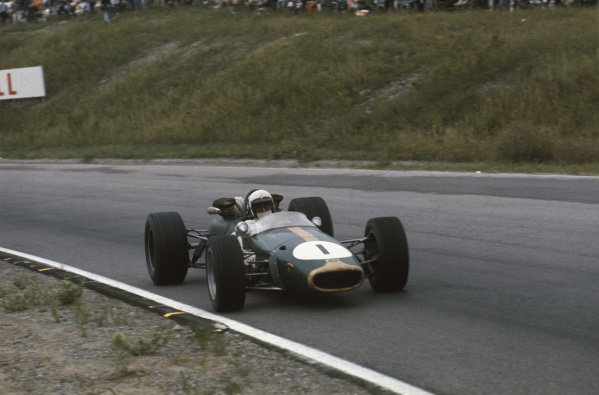 Mosport Park, Ontario, Canada.  25-27 August 1967.  Jack Brabham (Brabham BT24-Repco) 1st position, action.   World Copyright: LAT Photographic Ref: 67CAN10