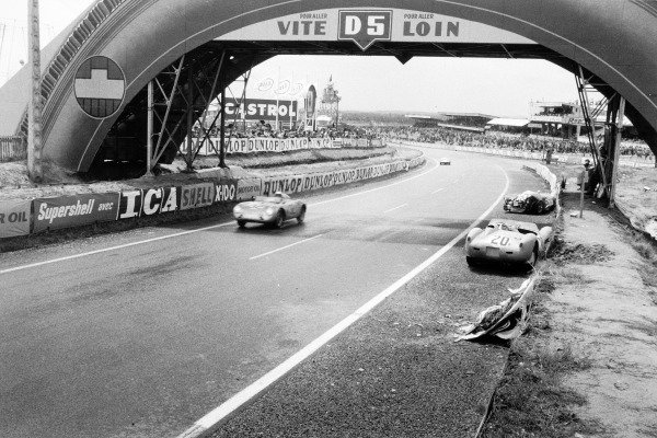 Le Mans, France. 21-22 June 1958.Carel Godin de Beaufort/Herbert Linge, (Porsche 550A RS), 5th position, passes the crashed cars of Francois Picard/Jaroslav Juhan, (Ferrari 250TR), and Jay Chamberlain/Pete Lovely, (Lotus 15-Climax), action, accident.World Copyright: LAT PhotographicRef: Autosport Used Pic 27th June 1958 Pg818.