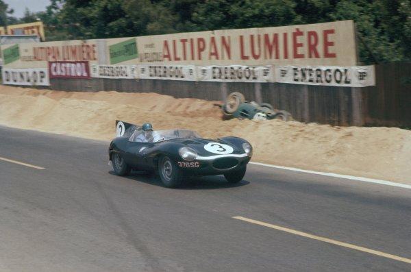 1957 Le Mans 24 hours. Le Mans, France. 22-23 June 1957. Ivor Bueb/Ron Flockhart (Ecurie Ecosse Jaguar D-type), 1st position. World Copyright: LAT Photographic Ref: 57LM03