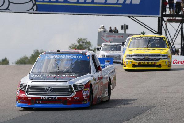 #16: Brett Moffitt, Hattori Racing Enterprises, Toyota Tundra Don Valley North Toyota and #2: Cody Coughlin, GMS Racing, Chevrolet Silverado JEGS.com