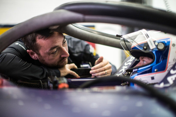 Engineer of Sam Bird (GBR), Envision Virgin Racing, Audi e-tron FE05 talks to him in the cockpit