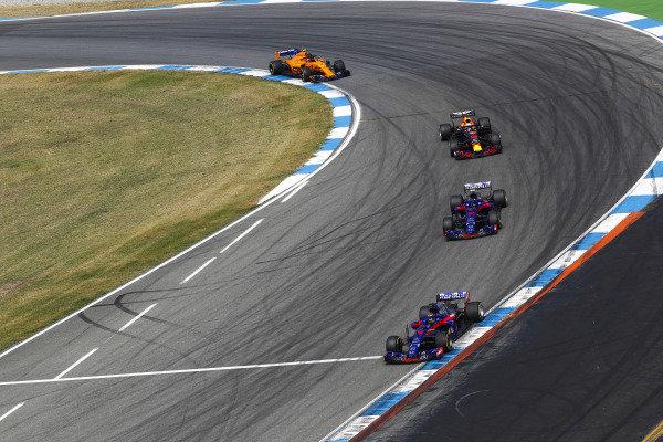 Brendon Hartley, Toro Rosso STR13 Honda, leads Pierre Gasly, Toro Rosso STR13 Honda, Daniel Ricciardo, Red Bull Racing RB14 Tag Heuer, and Stoffel Vandoorne, McLaren MCL33 Renault.