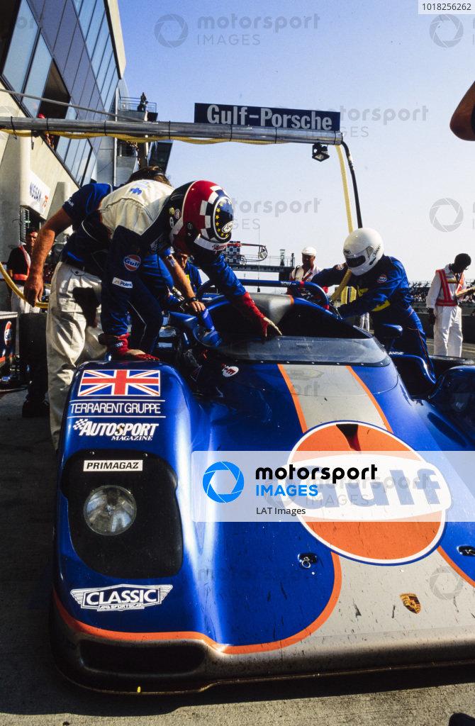 Derek Bell / Robin Donovan / Jürgen Lässig, Gulf Oil Racing, Kremer CK8 Spyder Porsche, makes a pitstop.