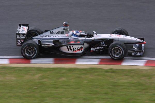 2001 Japanese Grand Prix - Friday / PracticeSuzuka, Japan. 20th October 2001.Mika Hakkinen (McLaren-Mercedes).World Copyright - LAT Photographicref: 8 9 MB Digital