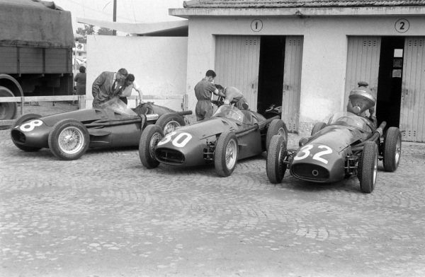 The Maserati 250Fs of Roberto Mieres (#28), Luigi Musso (#30), and Peter Collins (#32).