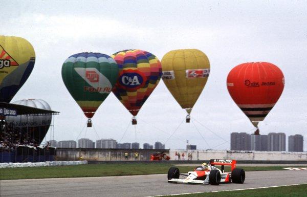 1988 Brazilian Grand Prix.Jacarepagua, Rio de Janeiro, Brazil.1-3 April 1988.Ayrton Senna (McLaren MP4/4 Honda).World Copyright - LAT Photographic