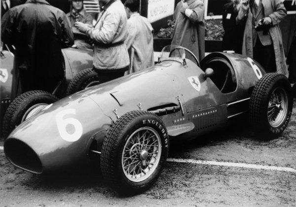 1952 Belgian Grand Prix.Spa-Francorchamps, Belgium. 22 June 1952.Piero Taruffi (Ferrari 500) in the pits. Ref-52/23 #26A.World Copyright - LAT Photographic