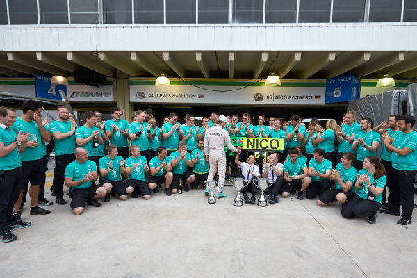 Interlagos, Sao Paulo, Brazil. Sunday 15 November 2015. Nico Rosberg, Mercedes AMG, 1st Position, and the Mercedes team celebrate victory. World Copyright: Steve Etherington/LAT Photographic ref: Digital Image SNE13127