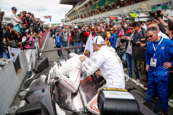 2016 Le Mans 24 Hours. Circuit de la Sarthe, Le Mans, France. Porsche Team / Porsche 919 Hybrid - Romain Dumas (FRA), Neel Jani (CHE), Marc Lieb (DEU).  Sunday 19 June 2016 Photo: Adam Warner / LAT ref: Digital Image _L5R7814