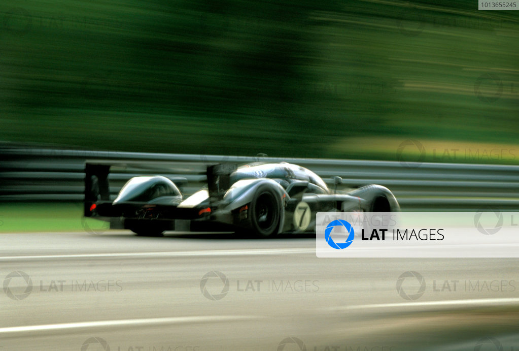 Le Mans, France. 14th - 15th June 2003.The winning Bentley of Kristensen, Capello and Smith at speed on Mulsanne .World Copyright: Robert Kerian, USA/LAT Photographic.Ref:  03LM37.