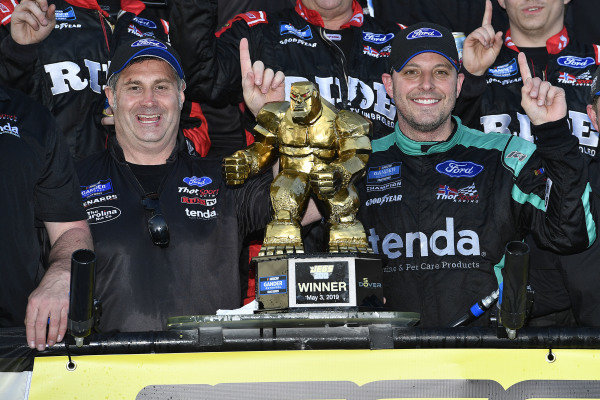 #13: Johnny Sauter, ThorSport Racing, Ford F-150 Tenda Heal wins