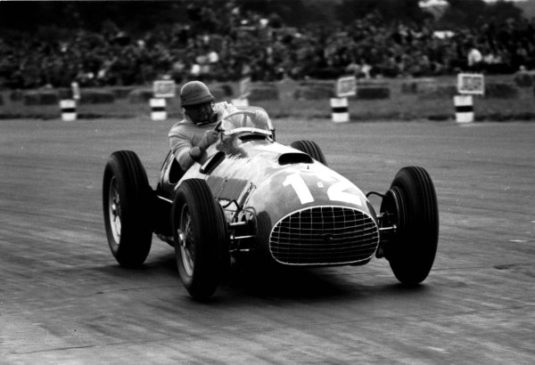 1951 British Grand Prix.Silverstone, England. 12-14 July 1951.Jose Froilan Gonzalez (Ferrari 375) 1st position. This was his and the Ferrari constructors maiden Grand Prix victory. Ref-LAT 51/36 #9A.World Copyright - LAT Photographic