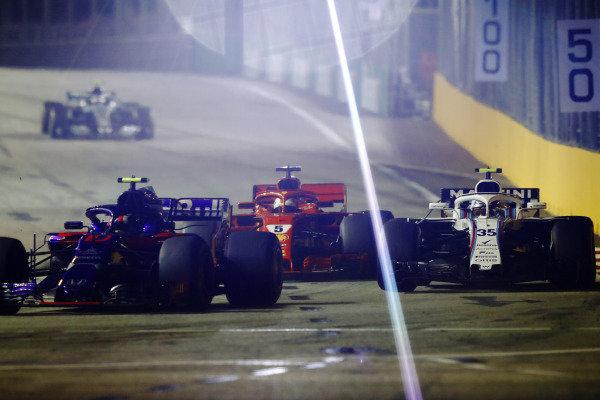 Pierre Gasly, Scuderia Toro Rosso STR13, leads Sergey Sirotkin, Williams FW41, and Sebastian Vettel, Ferrari SF71H