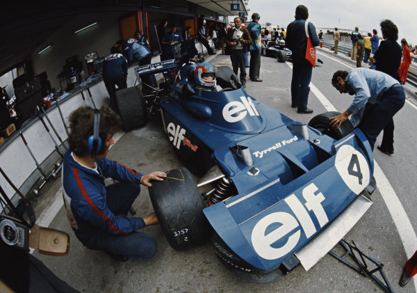 Patrick Depailler, Tyrrell 006 Ford, in the pits during practice.