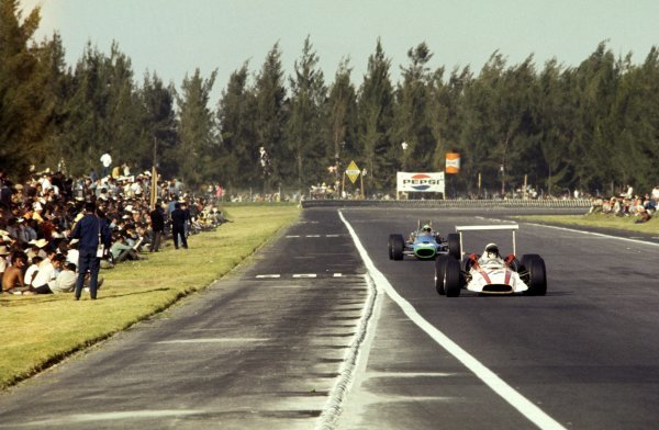Jo Bonnier (SWE) passes the packed, and dangerously close, spectator banks in his Honda RA301 on the way to fifth place. Mexican Grand Prix, Rd12, Mexico City, Mexico, 3 November 1968. BEST IMAGE
