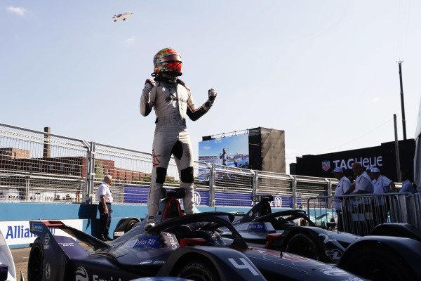 Robin Frijns (NLD), Envision Virgin Racing, Audi e-tron FE05, celebrates after winning the race