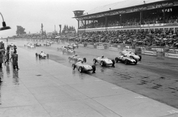 Start. Jo Bonnier, Porsche 718/2, leads Wolfgang von Trips, Porsche 718/2, Jack Brabham, Cooper T5 Climax, Edgar Barth, Porsche 718/2, and Hans Herrmann, Porsche 718/2.