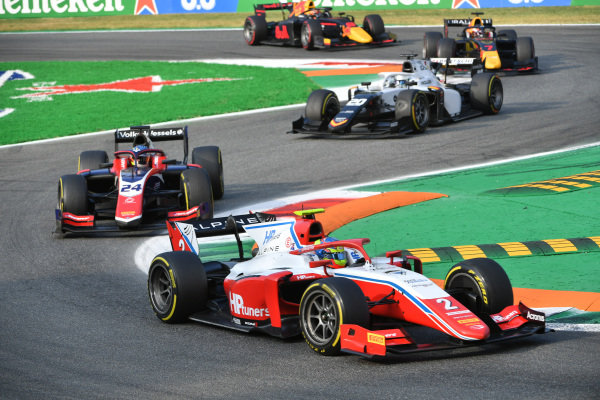 Oscar Piastri (AUS, Prema Racing), leads Bent Viscaal (NLD, Trident), and Matteo Nannini (ITA, Campos Racing)
