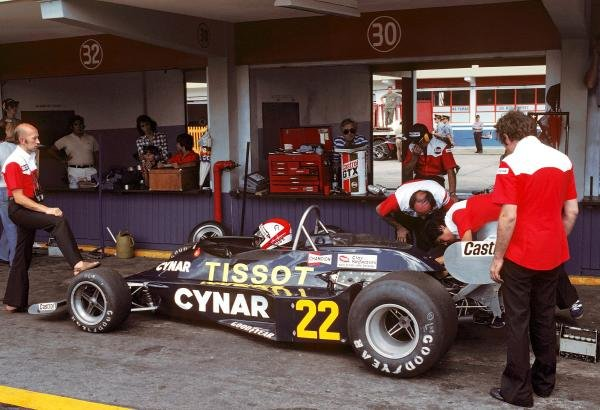 Clay Regazzoni (SUI) joined the Ensign team and finished sixth in the N177.  Argentinean Grand Prix, Rd1, Buenos Aires No. 15, Argentina, 9 January 1977. BEST IMAGE