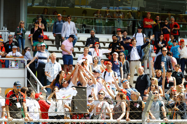 Circuit de Catalunya, Barcelona, Spain. Saturday 13 May 2017. Fans reach out for a teeshirt fired in to the crowd by Grid Girls. World Copyright: Steven Tee/LAT Images ref: Digital Image _O3I5090