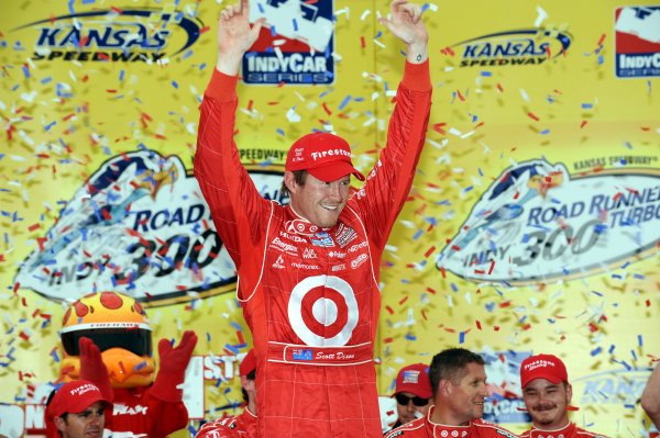 Race winner Scott Dixon (NZL) Target Ganassi Racing.