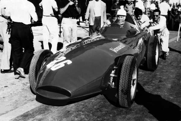 Pescara, Italy. 16th - 18th August 1957. Stirling Moss (Vanwall VW5) 1st position, action.World Copyright: LAT Photographic.Ref: B/W Print.