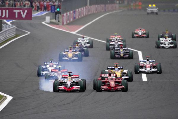 Lewis Hamilton, McLaren MP4-23 Mercedes locks up as he battles with Kimi Räikkönen, Ferrari F2008 for the lead of the race into Turn 1.