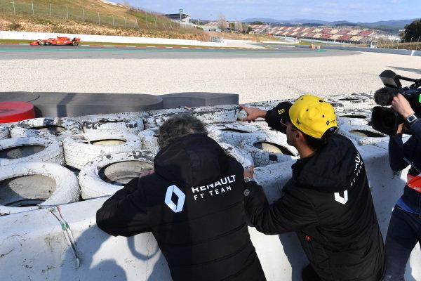 Daniel Ricciardo, Renault Sport F1 Team and Alain Prost, Renault Sport F1 Team Special Advisor watch the Action from trackside as Charles Leclerc, Ferrari SF90 passes