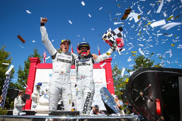 #77 Mazda Team Joest Mazda DPi, DPi: Oliver Jarvis, Tristan Nunez, Checkered Flag, Race Winners