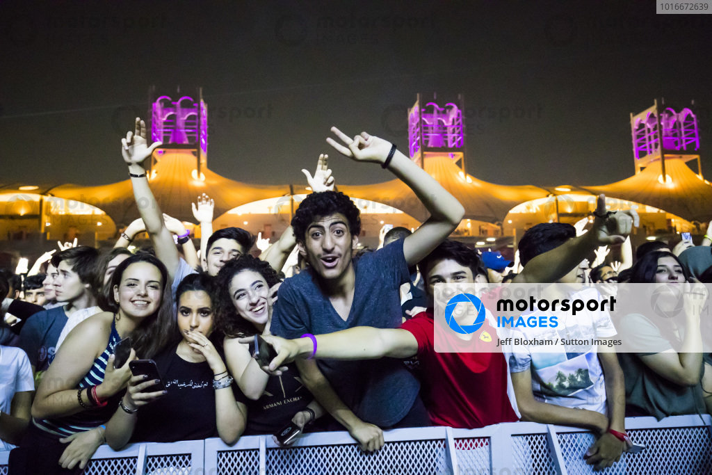 Fans watch DJ Mattn Mattn in concert at Formula One World Championship, Rd3, Bahrain Grand Prix Practice, Bahrain International Circuit, Sakhir, Bahrain, Friday 14 April 2017.