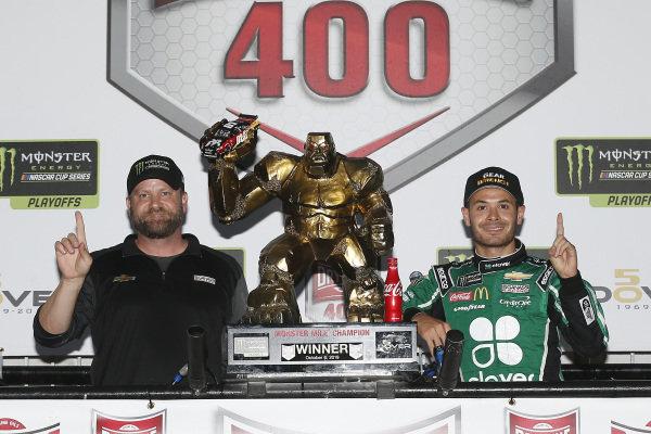 #42: Kyle Larson, Chip Ganassi Racing, Chevrolet Camaro Clover celebrates in victory lane