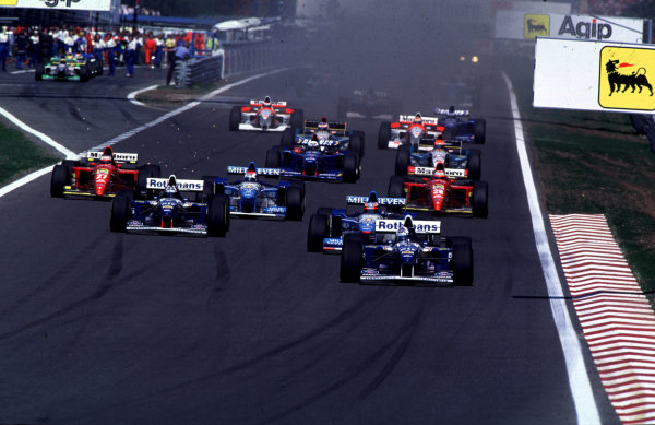 1995 Portuguese Grand Prix.Estoril, Portugal.22-24 September 1995.David Coulthard (Williams FW17 Renault) leads at the start on his way to his maiden Grand Prix win.World Copyright - LAT Photographic