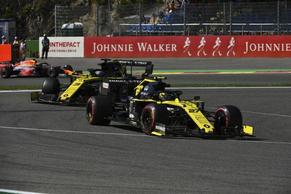 Nico Hulkenberg, Renault R.S. 19, leads Daniel Ricciardo, Renault R.S.19