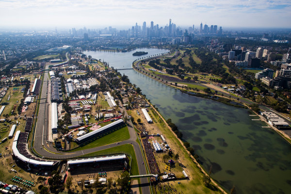 Albert Park, Melbourne, Australia. Sunday 26 March 2017. The formation lap as seen from the air. World Copyright: Sam Bloxham/LAT Images ref: Digital Image _J6I4174