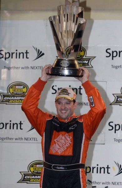 Tony Stewart (USA) 2005 Nextel Cup Series Champion. NASCAR Nextel Cup, Rd36, Homestead-Miami Speedway, Florida, USA, 20 November 2005. DIGITAL IMAGE