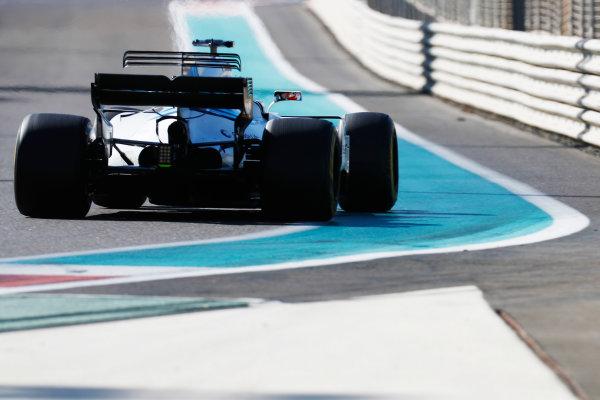 Yas Marina Circuit, Abu Dhabi, United Arab Emirates. Wednesday 29 November 2017. Sergey Sirotkin, Williams FW40 Mercedes.  World Copyright: Zak Mauger/LAT Images  ref: Digital Image _56I6327