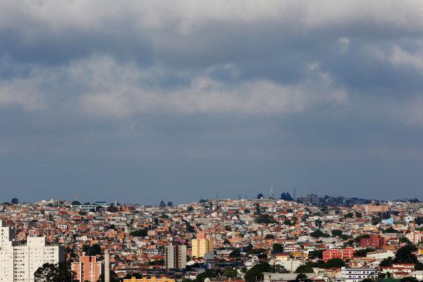 Interlagos, Sao Paulo, Brazil. Sunday 9 November 2014. Sao Paulo skyline. World Copyright: Charles Coates/LAT Photographic. ref: Digital Image _N7T3750
