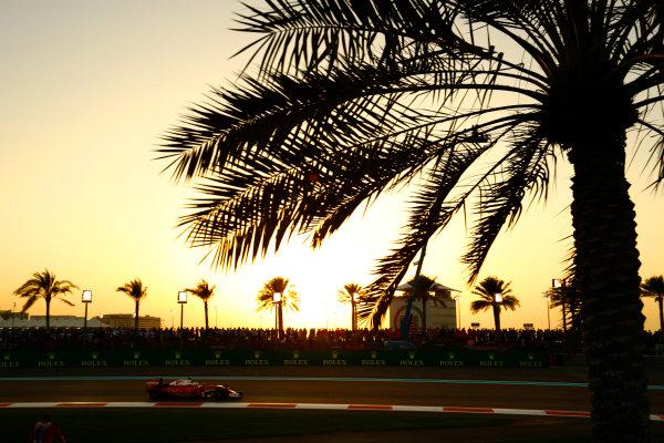 Yas Marina Circuit, Abu Dhabi, United Arab Emirates. Sunday 27 November 2016. Kimi Raikkonen, Ferrari SF16-H. World Copyright: Steven Tee/LAT Photographic ref: Digital Image _O3I3692