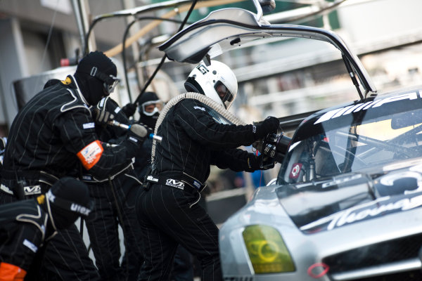 6 Hours of Zhuhai.Zhuhai, China. 11th - 13th November 2011. Mika Hakkinen / Cong Fu Cheng / Lance David Arnold, Team AMG China, Mercedes SLS AMG GT3 is refueled by the team. Action. Drew Gibson/LAT Photographic. ref: Digital Image _Y2Z4507